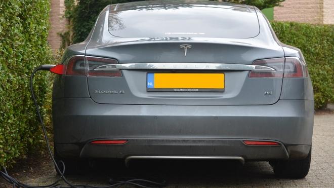 Автопилот Tesla не распознал преграду и убил человека в США