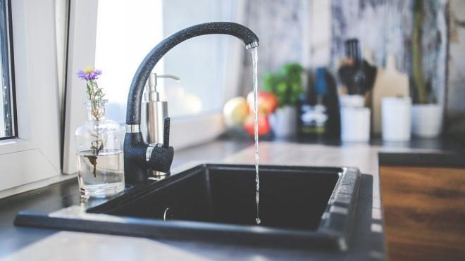 Роспотребнадзор проверил качество питьевой воды и уровень радиации в Петербурге