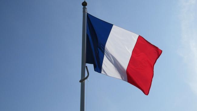 Премьер-министр Франции привился вакциной AstraZeneca в прямом эфире