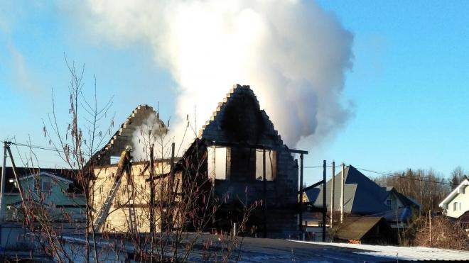 В Луппоплово загорелся частный дом