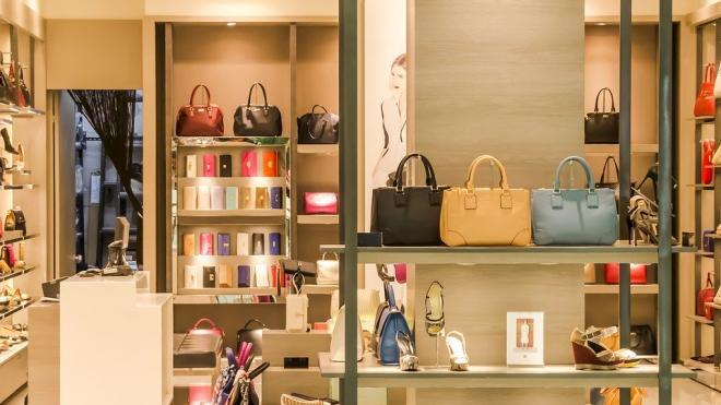 Торговые центры в Петербурге откроют лишь в конце июля