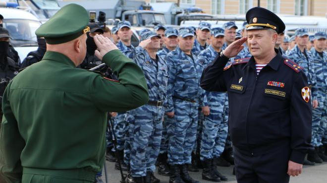 Росгвардия показала своих бойцов и технику на Дворцовой