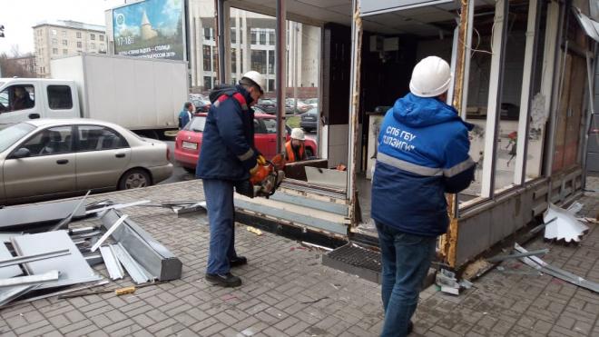 Владелец нелегального ларька на улице Дудко пытался совершить поджог