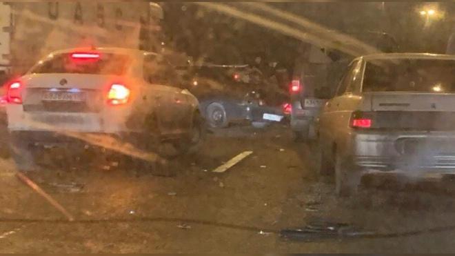 На КАД столкнулись три авто