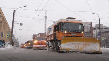 Смольный приобрел уборочную технику на зиму на 3 млрд ру...