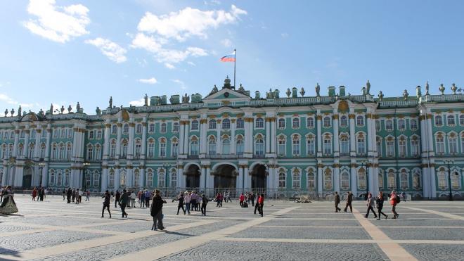 В Петербурге днём засияют Эрмитаж и Большеохтинский мост