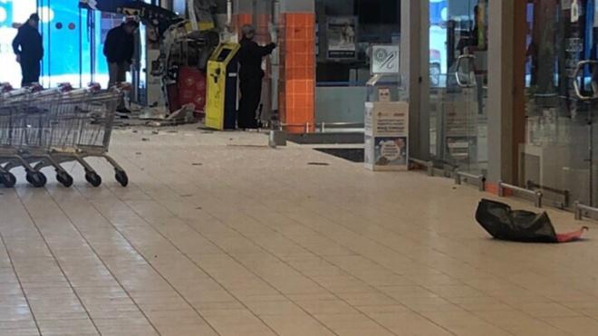 """На Пулковском шоссе взорвали банкомат """"Альфа-Банка"""""""