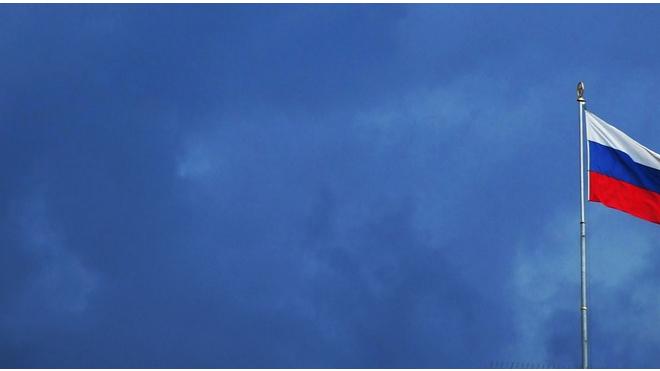 По достопримечательностям Петербурга провезли огромный триколор из воздушных шаров
