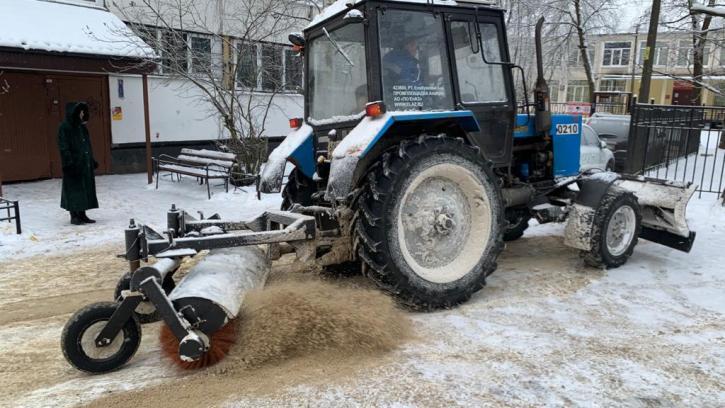 Руководство Жилкома проверило уборку внутриквартальных территорий и очистку крыш от снега