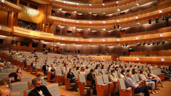Губернатор Петербурга поручил готовиться к открытию театров в сентябре