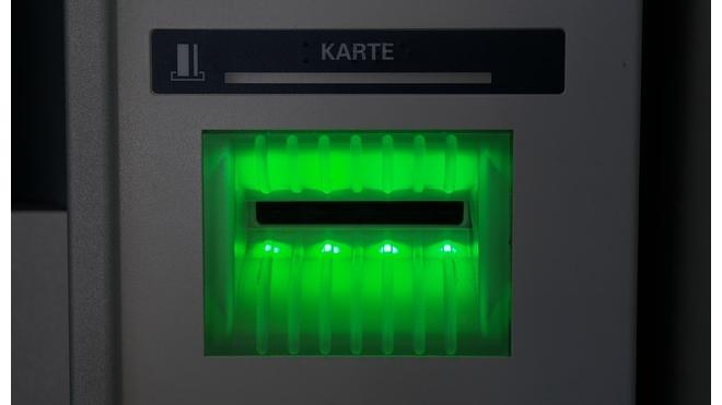 Хакер опозорился и не смог вскрыть банкомат на Чкаловском проспекте