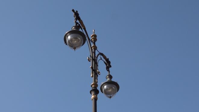 Исторические светильники с ртутными лампами исчезнут с петербургских улиц