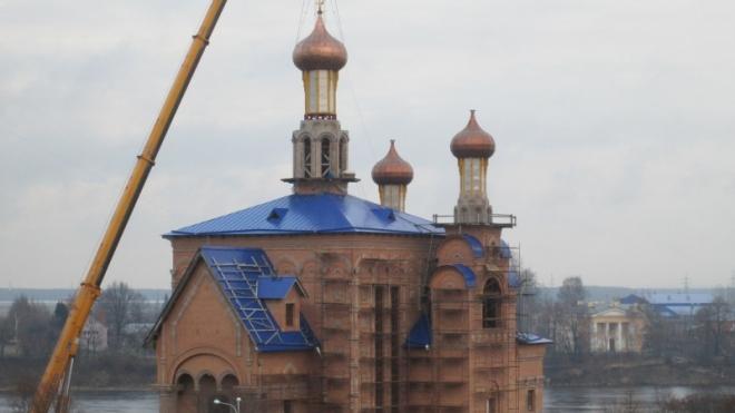 Приставы Петербурга арестовали три православных креста