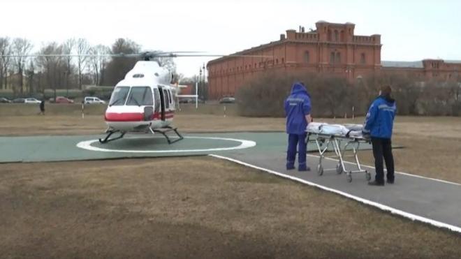 В Петербург из Кингисеппа доставили мальчика, которому выстрелили в шею на детской площадке