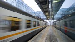 Октябрьская железная дорога в январе снизила перевозку пассажиров на 30,4%