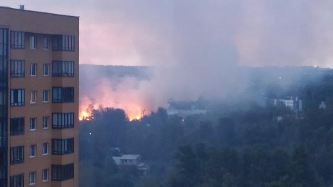 В промзоне в Петербурге разгорелся пожар на площади 600 кв. метров