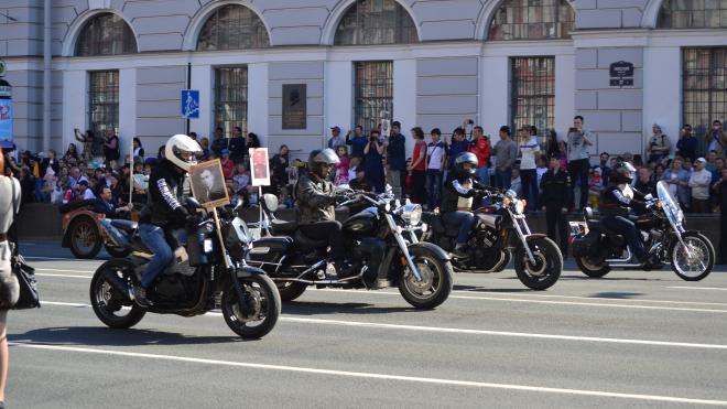 По центру Петербурга проехала колонна из 500 мотоциклистов