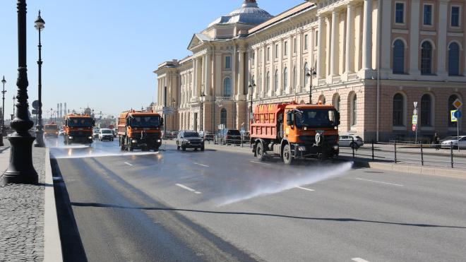 В Смольном закупят 470 внесезонных уборочных машин