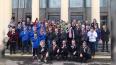 Главу Колпинского района поздравили подростки в масках