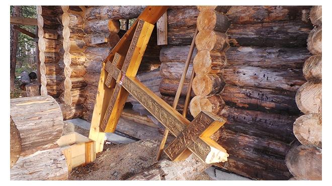 Срубить поклонный крест в Мурманской области могли сатанисты или политические активисты