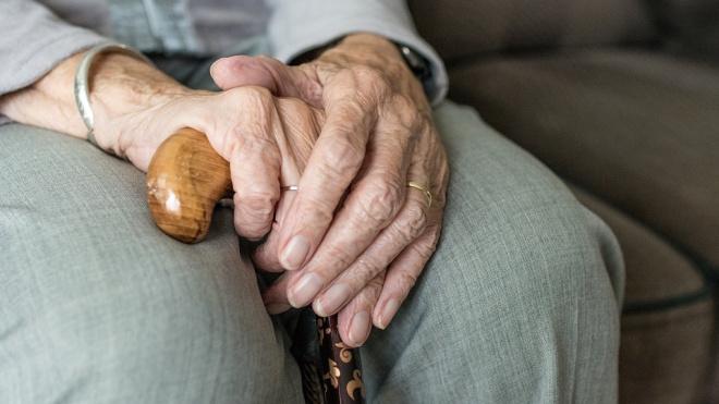 Телефонный мошенник обокрал пенсионерку из Гатчины