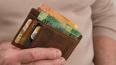 Мошенник списал 300 тысяч с карты пенсионерки