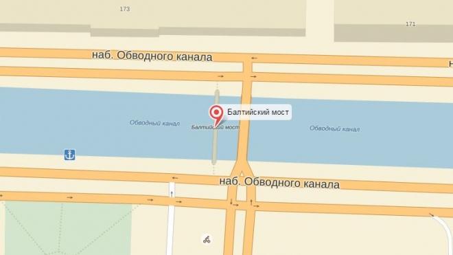 Пьяному петербуржцу помешали свести счеты с жизнью на Балтийском мосту