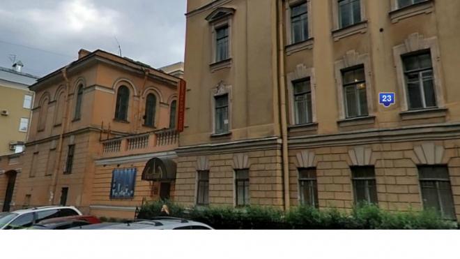 В Петроградском районе из-за сильного пожара эвакуируют лицей
