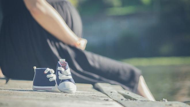 У несовершеннолетней петербурженки на улице начались роды
