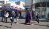 """""""Немного магии"""": на Васильевском острове мужчина в костюме волшебника """"летает"""" на ковре"""