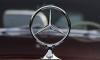Злоумышленник угнал дорогой Mercedes из гаража частного дома в Стрельне