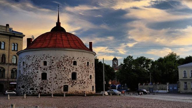 Круглую башню в Выборге выставили на продажу