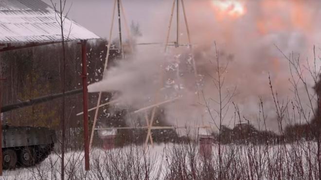 Танк Т-80 стреляет дровами (фото)