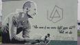 В Петербурге появилось граффити памяти Честера Беннингто...