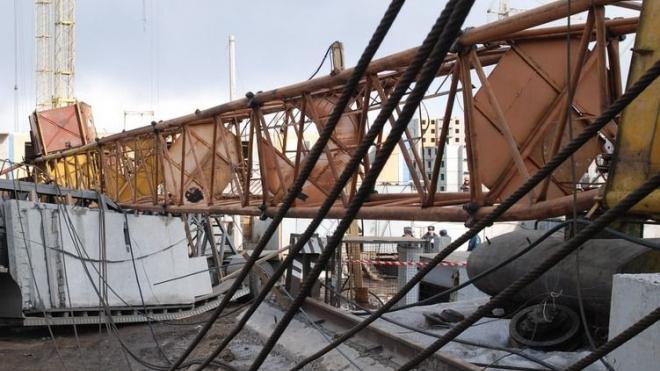 В Москве на стройке рухнул башенный кран