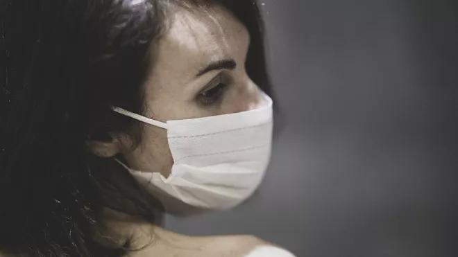 Еще 18 мужчин и 20 женщин скончались от коронавируса в Петербурге