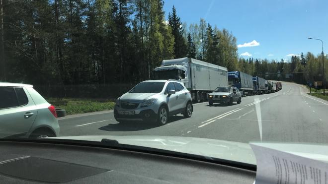 "Из-за технических проблем на МАПП ""Брусничное"" водители не могут пересечь границу"