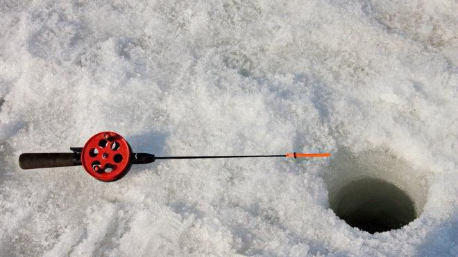 На льду Ладожского острова нашли замерзшее тело рыбака