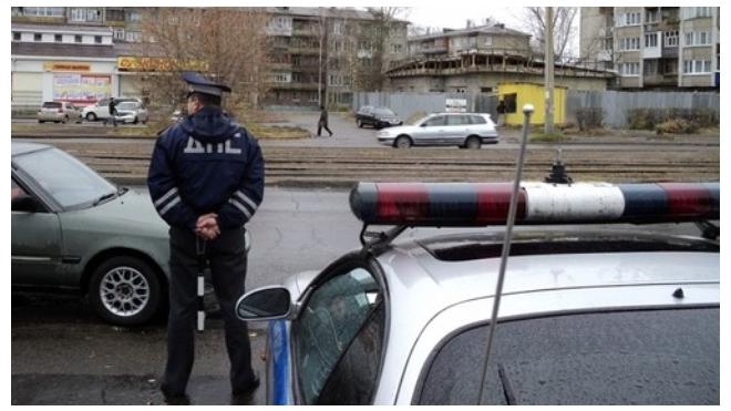 В Челябинской области водитель побил гаишника, чтобы не снимать тонировку