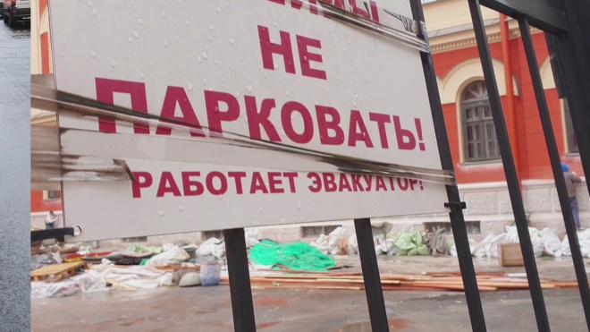 Петербуржцев возмутил запрет парковки на улице Ломоносова