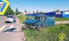 Водитель Volkswagen Passat разбился, врезавшись в дорожный знак на Парнасе