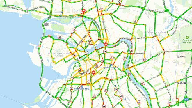 В среду утренний Петербурге сковали пробки в 4 балла