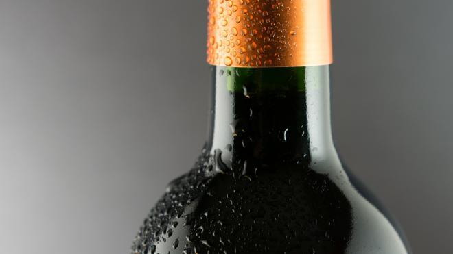 Любитель алкоголя вынес из гипермаркета на Таллинском бутылку за 15 тысяч рублей