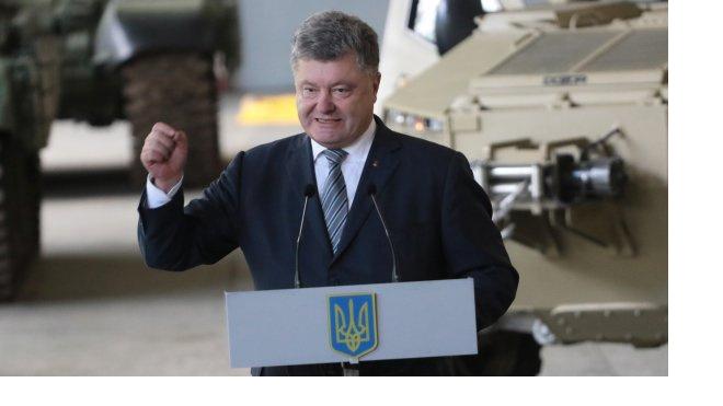 """Эксперт: Военная """"истерия"""" Порошенко сделала из него """"политического трупа"""""""