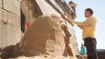 Песчаная голова Бузовой украсила подножие Петропавловской ...