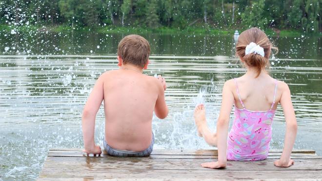 Петербуржцам рассказали, как выбрать подходящий для купания водоем