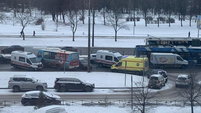 ДТП на проспекте Славы перегородило дорогу троллейбусам