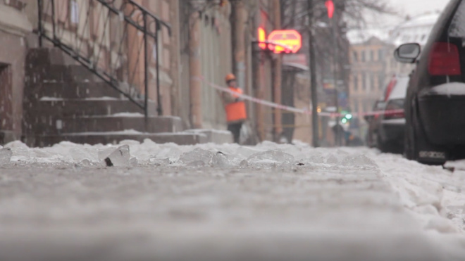 За неделю почти 100 петербуржцев получили травмы на скользких дорогах