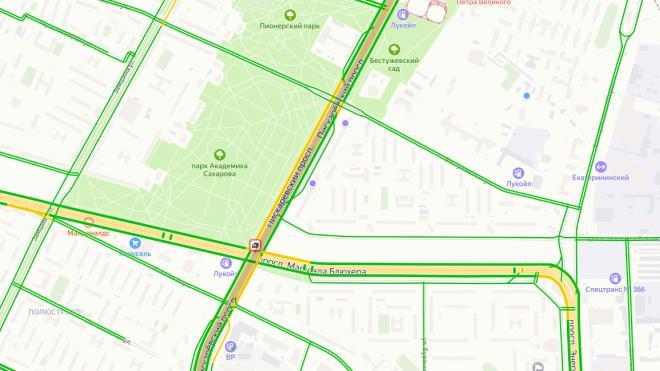 ДТП из семи машин остановило движение на Маршала Блюхера и Пискаревского проспекта