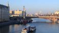 В Москве женщина сбросила с моста двух детей